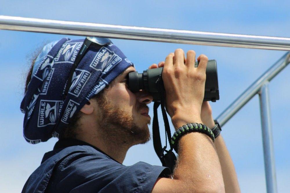 rodrigo_binoculars.jpg